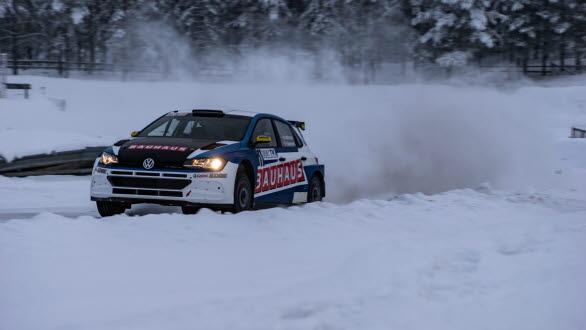 Johan Kristoffersson gjorde allt rätt i Romjulsrally i Elverum. Seger direkt med nya bilen, en VW Polo GTI R5. Foto: SHS Motorfoto
