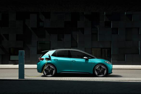 ID.3 är utrustad med det mellanstora batteriet med en kapacitet på 58 kWh som ger en räckvidd på upp till 420 km.