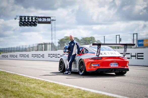 – Det här kommer att bli kul! Porsche Carrera Cup Scandinavia har utvecklats starkt de senaste fem åren, säger Jan Magnussen. Drivecenter Arena är en snabb och teknisk bana som blir en spännande utmaning. Jag ser fram emot två intensiva race i ett starkt startfält under midnattssolens sken.