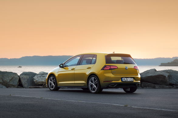 Golf − Sveriges populäraste bil i februari.
