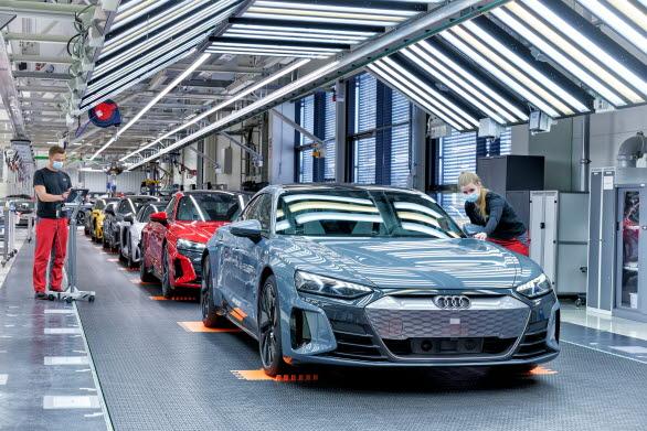 Eldrivna Audi e-tron GT tillverkas klimatneutralt i södra Tyskland