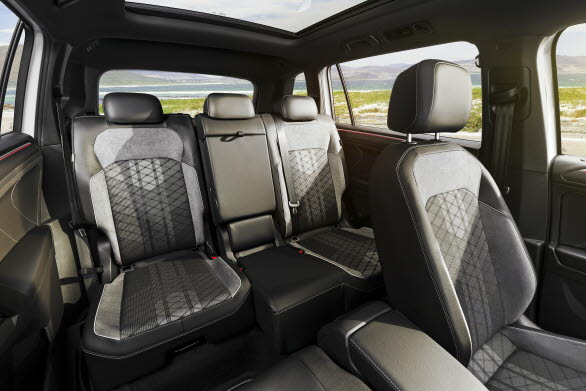 Flexibel interiör med en tredje sätesrad (standard i Sverige) och massor av plats för både passagerare och bagage.