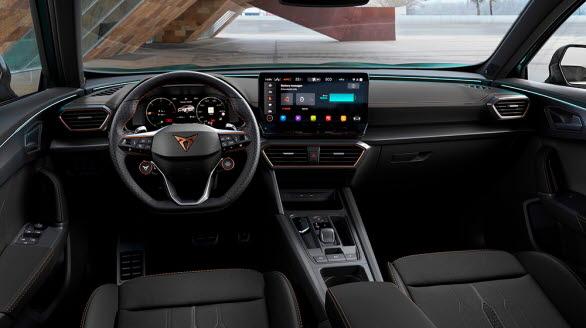När man greppar CUPRA-ratten förstår man direkt att det inte är en bil vilken som helst man tar kontroll över.