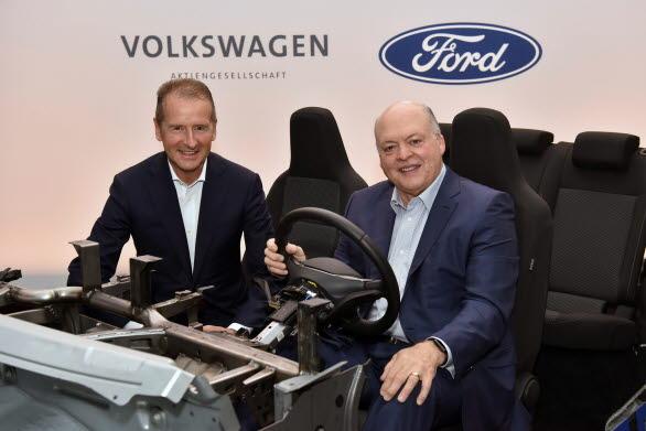 Volkswagen AG:s VD Herbert Diess och Ford Motor Company's VD Jim Hackett