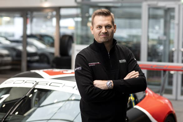 – Under de senaste framgångsrika åren i Porsche Carrera Cup Scandinavia har det varit fokus på förarna, de stora startfälten och de tuffa fighterna i mästerskapet, säger Raine Wermelin, direktör på Porsche Sverige. Vad som lätt glöms bort är att det är seriens duktiga team som skapar den professionella miljön som våra elitförare tävlar i.