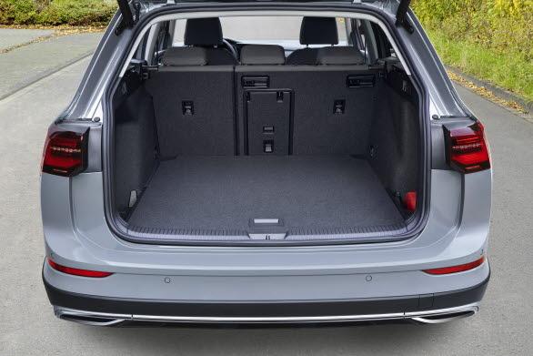 Det generösa bagageutrymmet rymmer 611 liter med uppfällt baksäte.