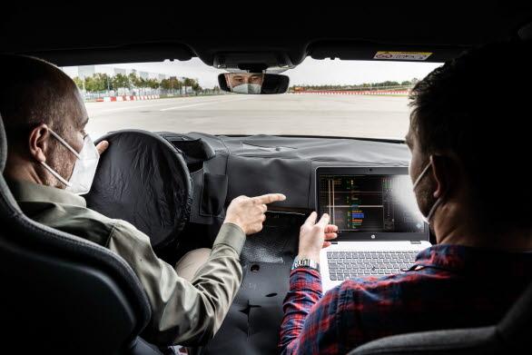 Stephan Gsell och Rudolf Halbmeir, ljudutvecklare hos Audi
