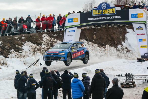 Ole Christian Veiby imponerade stort i Rally Sweden. Nu ska han fortsätta köra Polo GTI R5 i VM, åtminstone på Korsika.