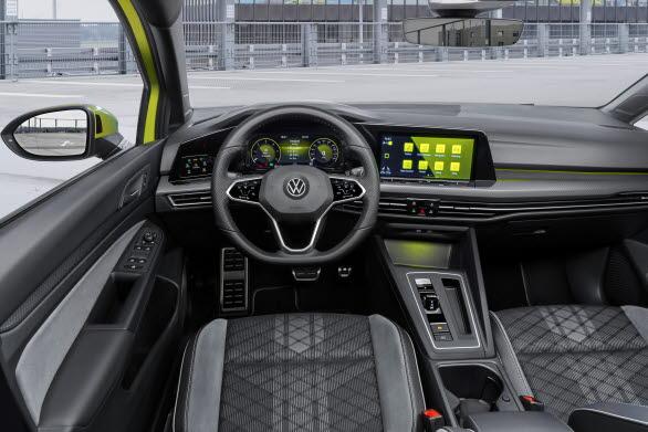 Alltid som standard i bilens interiör är Digital Cockpit Pro (digitala instrument).