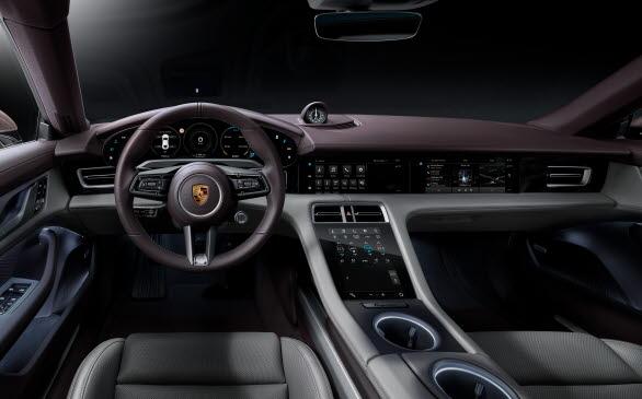 Interiören i nya Porsche Taycan.