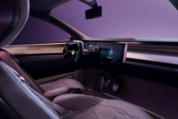 Digital panel bakom glas, med instrument och ratt, som ser ut att sväva fritt framför föraren i form av en display.