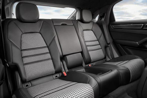 Som standard är nya Cayenne Coupé fyrsitsig med två individuella säten bak.