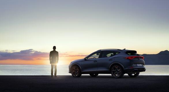 En CUV blandar SUV:ens terrängegenskaper med en halvkombis sportiga karaktär och en coupés smidiga siluett.