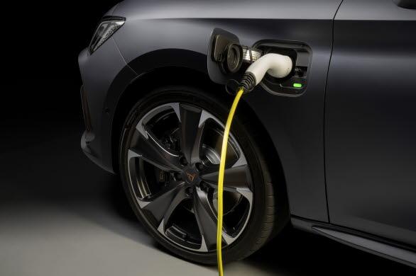 SEAT och CUPRA erbjuder båda plug-in hybrider i sina modellprogram.