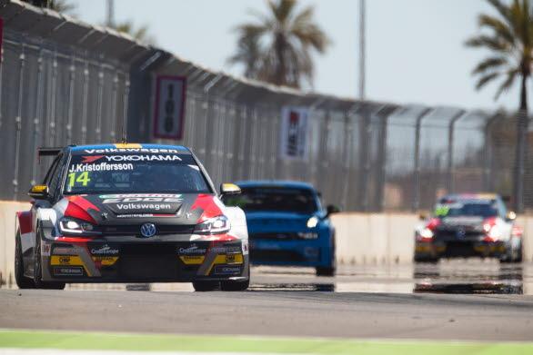 Johan Kristoffersson fick kämpa hårt i Marocko under första WTCR-helgen.