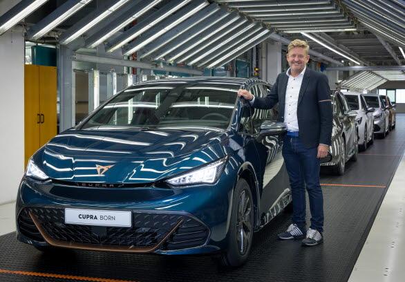"""Vår ambition är att producera mer än 500 000 eldrivna stadsbilar per år i Spanien för de olika märkena i koncernen"""", säger Griffiths."""