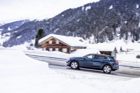 50 eldrivna Audi e-tron står för hållbara transporter under World Economic Forum i Davos