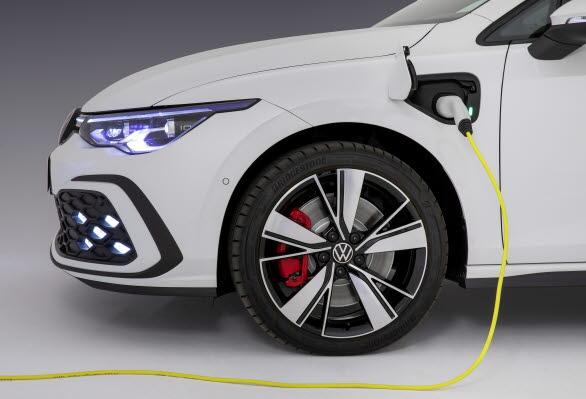 Högspänningsbatteri med 50 % högre energikapacitet än föregångaren.