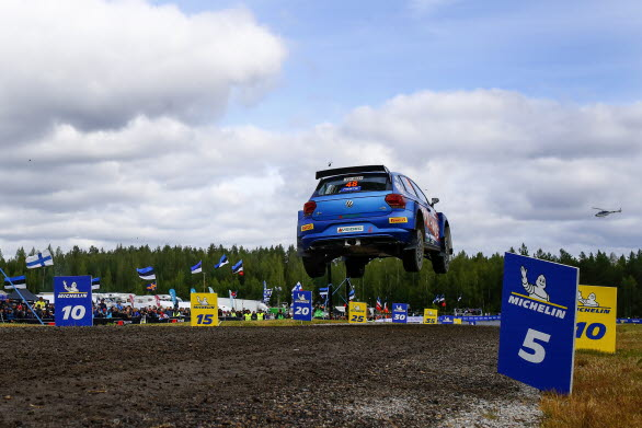 Johan Kristoffersson flög lagom fort och långt i Finland och imponerade med en kontrollerad körning.