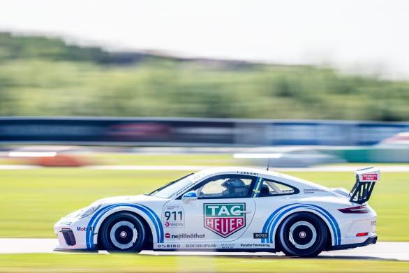– Jag ser mycket fram emot den här möjligheten att få tävla i Porsche Carrera Cup Scandinavia, säger Simona De Silvestro. Det är första gången jag kör en Cup-bil så det är definitivt spännande. Helgen kommer att bli både intensiv och rolig.