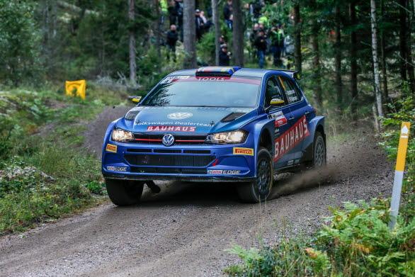 Johan Kristoffersson tappade tid på lördagsmorgonen, men körde desto fortare under eftermiddagssträckorna i East Sweden Rally.