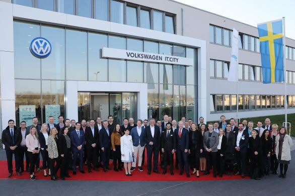 Under sitt besök hos Volkswagen i  Wolfsburg träffade Prins Carl Philip 34 svenska startup-företag.
