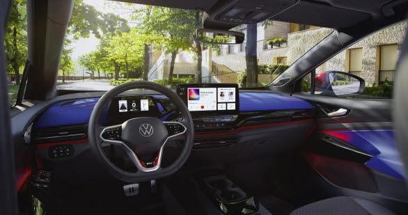 Ett nytt färgschema för interiören gör bilens sportiga, eleganta och moderna stil extra tydlig.