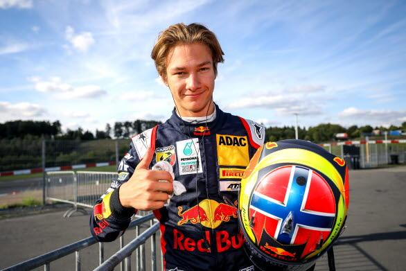 Dennis Hauger är ett av Skandinaviens stora framtidslöften. Den 16-årige Aurskog-föraren kör i år FIA F3 och är en av åtta förare i Red Bull Junior Team. Som gästförare i Porsche Carrera Cup Scandinavia kommer Dennis att visa upp sig på norska Rudskogen Motorsenter 11-12 september.