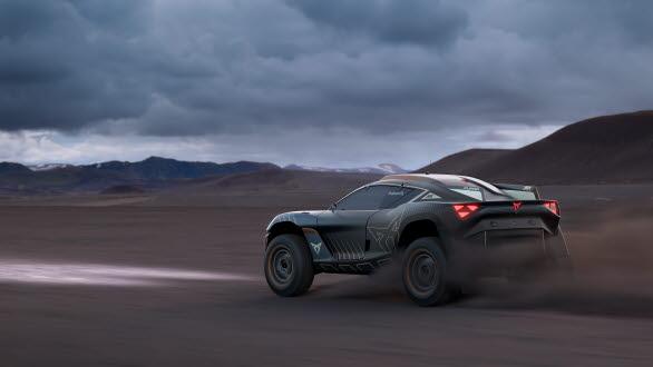 CUPRA Tavascan Extreme E Concept är utrustad med ett 54-kWh batteri och går från 0-100 km/h på cirka 4 sekunder.