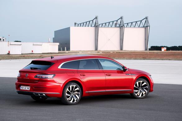 Båda modellerna kommer att erbjudas som laddhybrid med 218 hk.