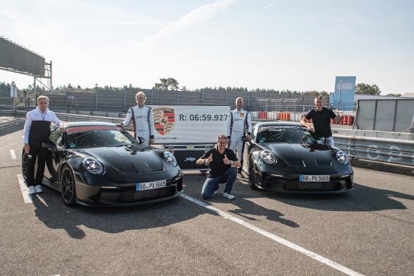 Testföraren Lars Kern körde det 20,8 kilometer långa varvet på  Nürburgrings nordslinga i nya 911 GT3 på bara 6:59,927 minuter. Det kortare varvet på 20,6 kilometer, som tidigare använts som riktmärke,  klarades av på 6:55,2 minuter.