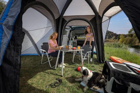 Tältet kan utökas med en extra sovdel så hela familjen kan campa tillsammans