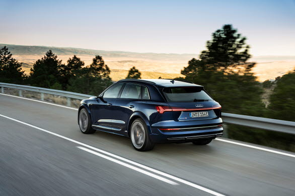 Eldrivna Audi e-tron bidrog till ökade marknadsandelar för märket under 2020.