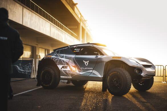 Prestandamärkets 544 hk starka e-CUPRA ABT XE1 pressas till sitt yttersta när teamet förbereder sig inför säsongens första lopp i Saudiarabien.
