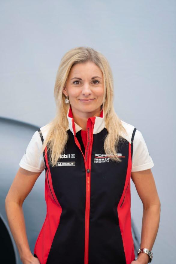 – Stort grattis till Mattias Stahre, mästare i Porsche Esports Carrera Cup Scandinavia, säger Sanna Strömbäck, marknadschef på Porsche Sverige. På alla sätt en värdig vinnare efter fokuserad och briljant körning i alla tre final-race. Jag vill även passa på att rikta ett stort tack till samtliga finalister på plats.