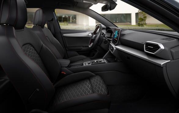 e-HYBRID-systemet gör dessutom det möjligt för kunderna att i ännu högre utsträckning ha sina digitala liv med sig i bilen, och utanför.