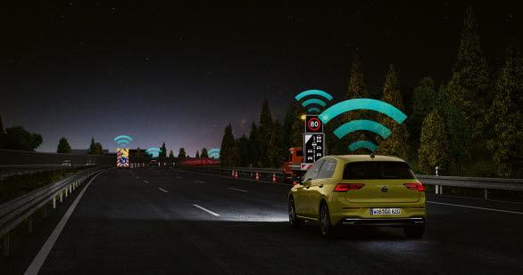 Car2X-tekniken ansluter till andra bilar och trafikinfrastrukturen.