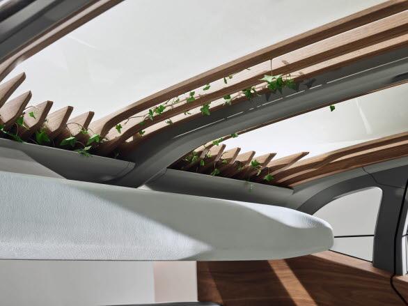 Träribbor och gröna växter i taket i visionära Audi AI:ME