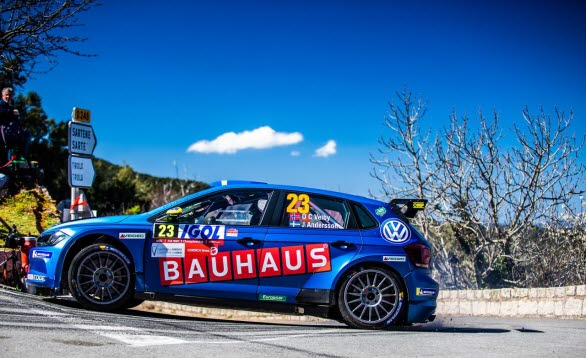 Ole Christian Veiby och co-drivern Jonas Andersson behåller ledningen i WRC 2, trots att paret tvingades bryta Rally Korsika.