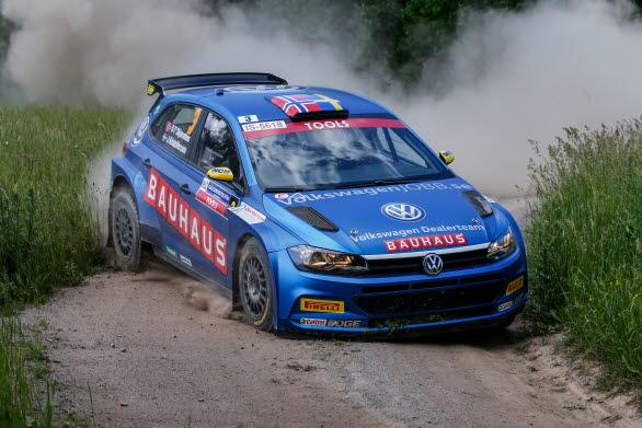Johan Kristoffersson hade en formidabel duell med Pontus Tidemand i SM-sprinten i rally.