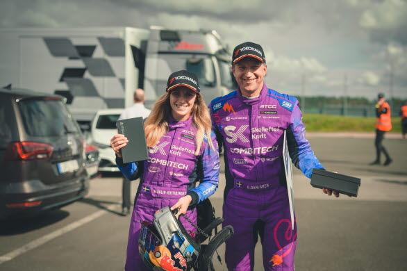 Mikaela Åhlin-Kottulinsky och Robert Dahlgren är taggade och redo inför helgens tävlingar. Foto: Oscar Malmlund