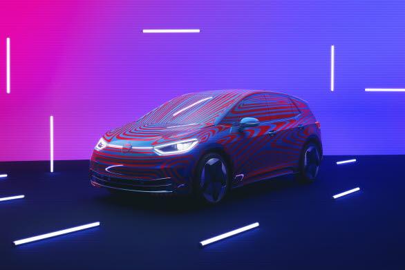Volkswagens nya elbil ID.3, här i kamouflerad version, lanseras på den svenska marknaden år 2020. Redan nu är den möjlig att förboka.