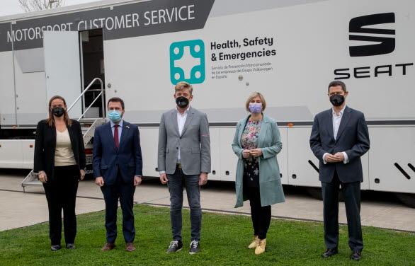 Dr. Patricia Such tillsammans med Kataloniens vice regionspresident, Pere Aragonés; SEAT and CUPRAs VD, Wayne Griffiths; Kataloniens hälso- och sjukvårdsminister, Alba Vergés, HR-chefen, Xavier Ros