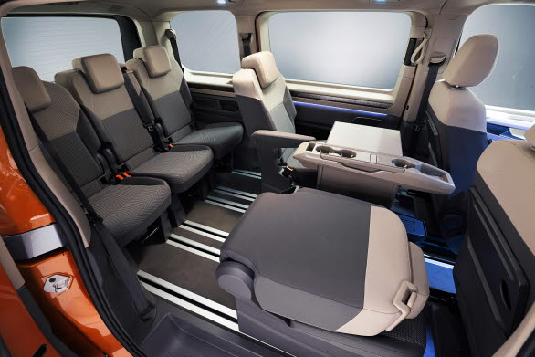 Snurrbara stolar i andra raden är ett signum för nya Multivan och erbjuds även i nya versionen