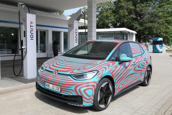 ID.3 laddar för världspremiär på bilsalongen i Frankfurt.