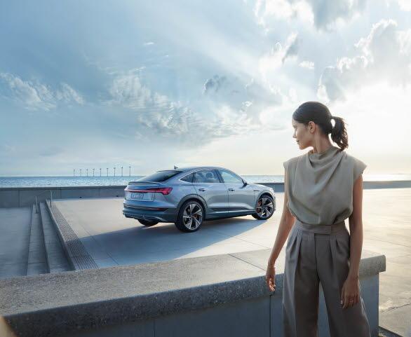 Future is an attitude - ny varumärkeskampanj från Audi med nya elbilen e-tron Sportback i fokus