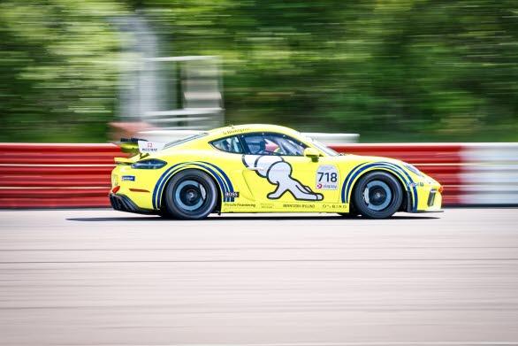 En av motorsportens verkliga giganter finns med på banan när Porsche Sprint Challenge Scandinavia drar igång under våren. Den evigt unge Stig Blomqvist, rallyvärldsmästare 1984, kommer att tävla i en Porsche 718 Cayman GT4 Clubsport under mästerskapets debutsäsong.