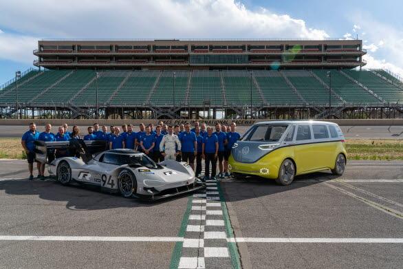 ID. R är den sportiga ambassadören för ett helt sortiment av elbilar, som Volkswagen planerar att lansera från år 2020 och framåt.