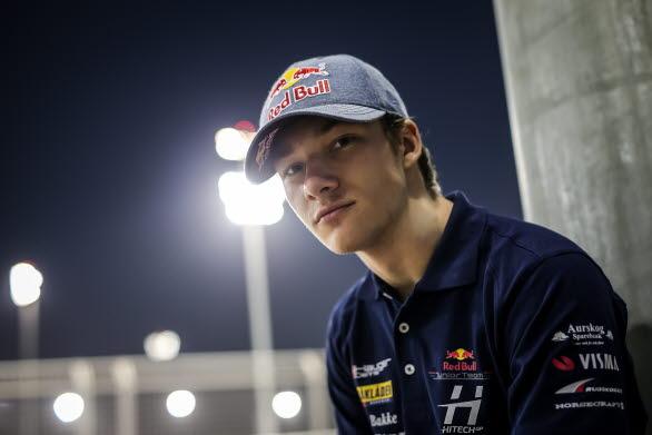 Red Bull Junior Team-föraren Dennis Hauger byter FIA Formel 3 mot Porsche Carrera Cup Scandinavia för en dag! Aurskog-föraren utmanar den skandinaviska Porsche-eliten på Grand Prix-banan i Anderstorp.