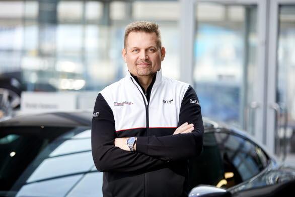 – För 18:e gången är det dags för ett säkert vårtecken, säsongspremiären i Porsche Carrera Cup Scandinavia. Med ett allt större intresse för serien är vi fler än någonsin som ser fram emot premiären, säger Raine Wermelin, Direktör, Porsche Sverige. Det blir spännande att under 2021 få följa alla de talanger som nu vill utmana Lukas Sundahl om mästartiteln.